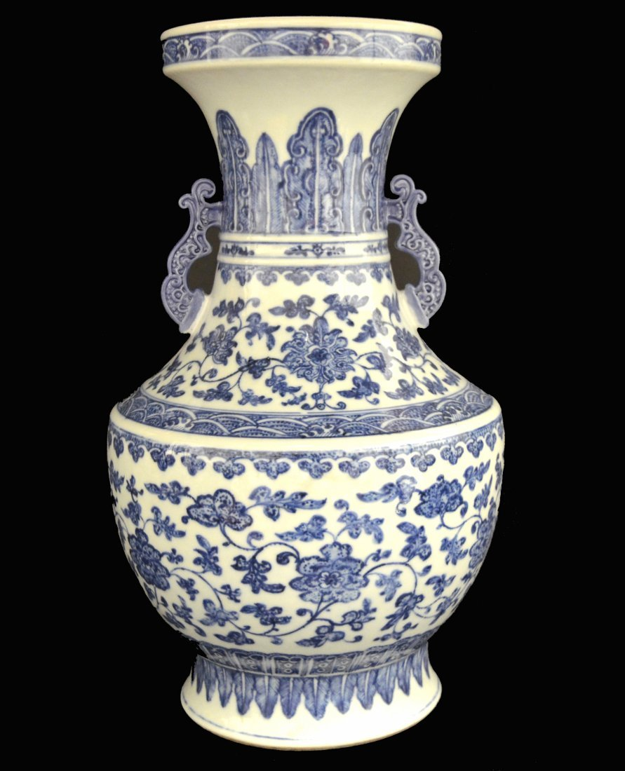 A Chinese Blue & White Porcelain Vase, Qianlong Period.