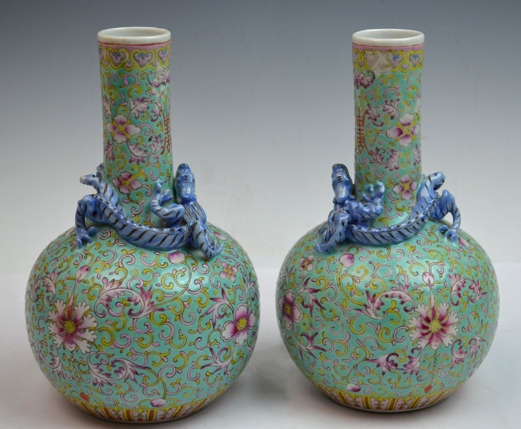 Pair of Chinese Famille Rose Vase with Dragon