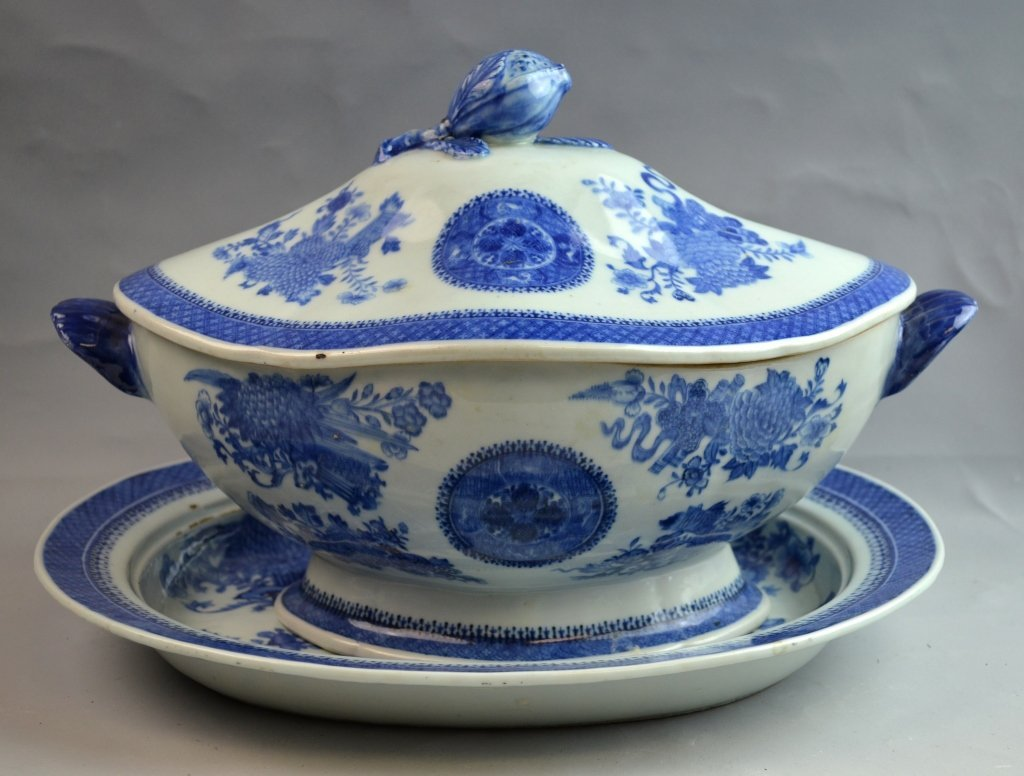 Large Chinese Export B&W Soup Tureen with Cover