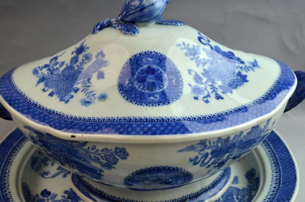 Large Chinese Export B&W Soup Tureen with Cover - 2