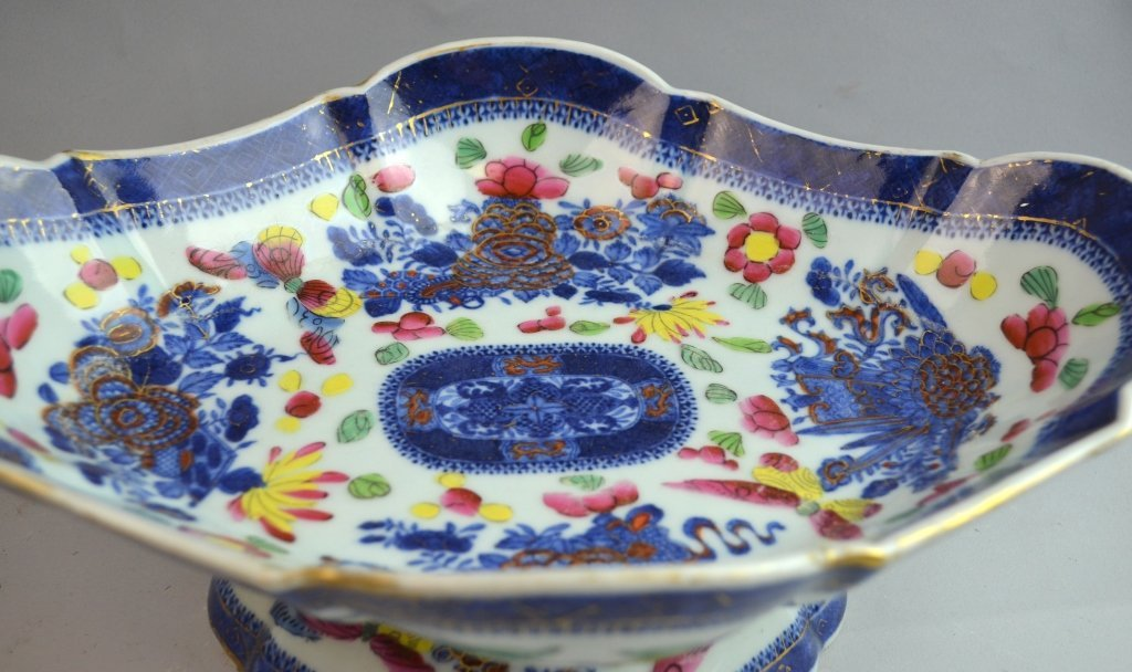 Oval Chinese Blue and White Gold Gilt Stem Bowl - 2