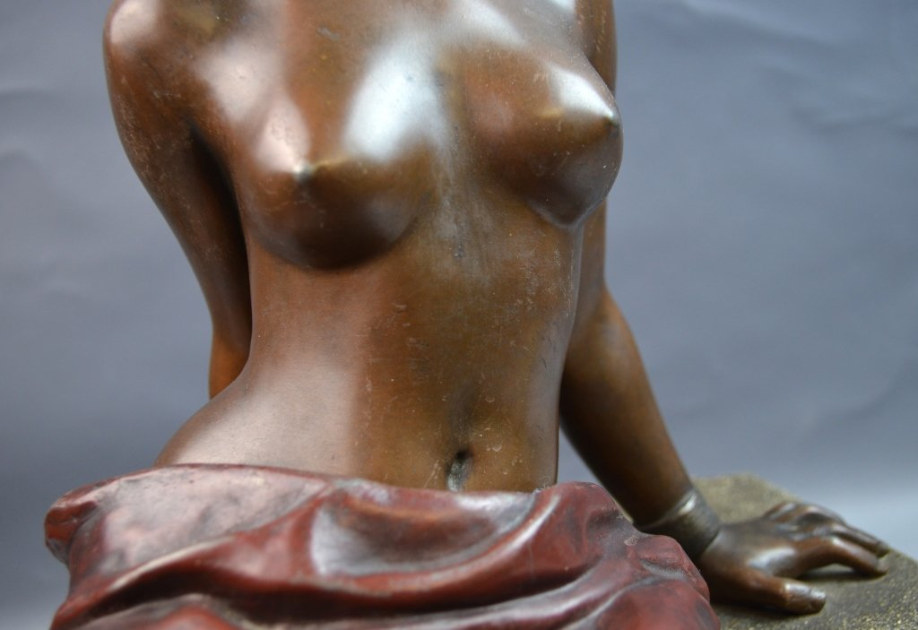 White Metal Seated Nude Woman Signed VILLANIS - 3