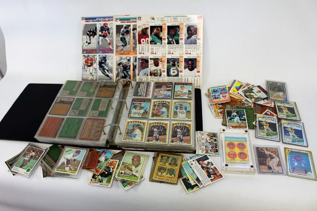 Lot of Miscellaneous Baseball Cards and Albums