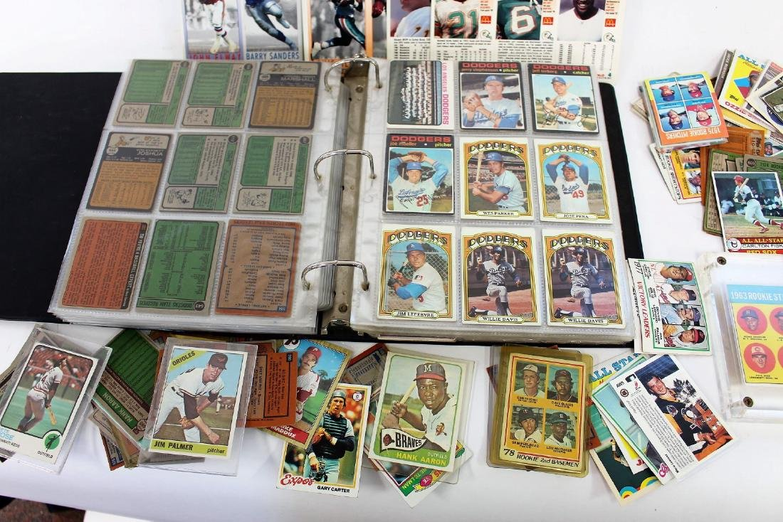 Lot of Miscellaneous Baseball Cards and Albums - 2