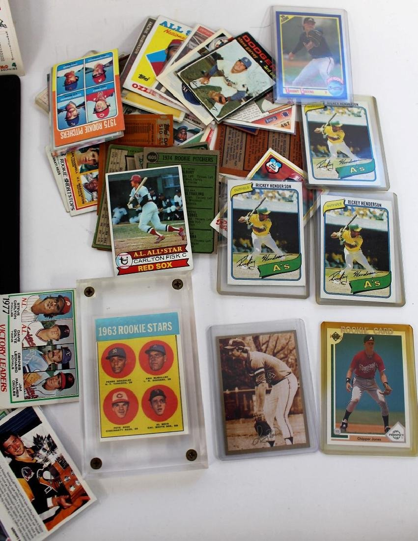 Lot of Miscellaneous Baseball Cards and Albums - 3