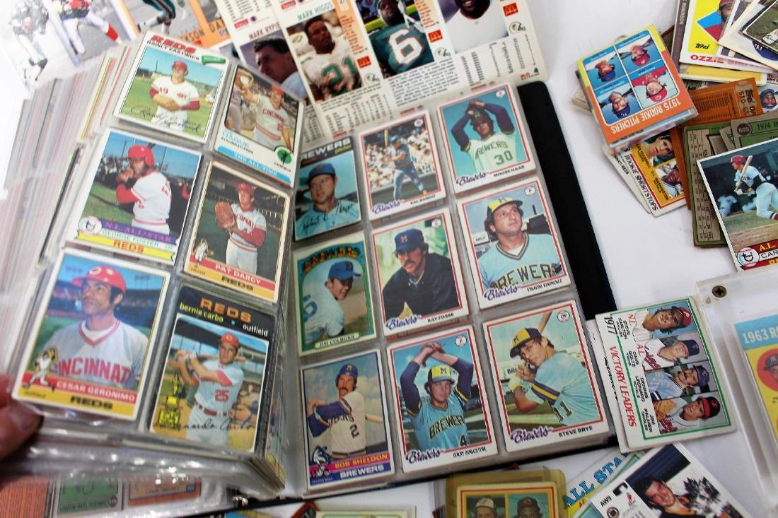Lot of Miscellaneous Baseball Cards and Albums - 4