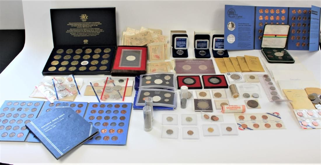 Lot of Miscellaneous US and Foreign Coins and Currency