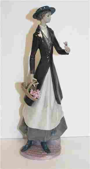 Lladro Figurine #6851 Tokens of Love