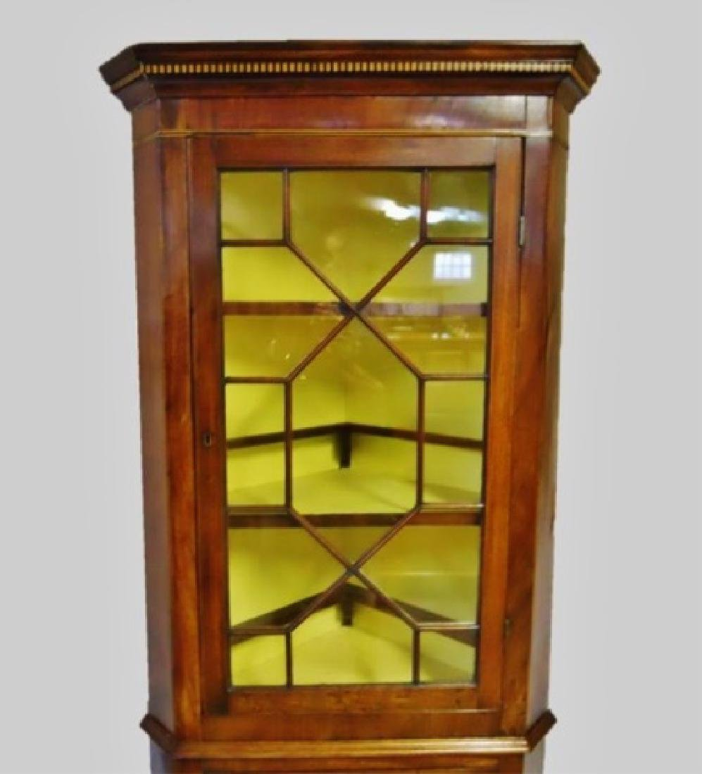 Period Federal Mahogany Corner Cabinet - 4