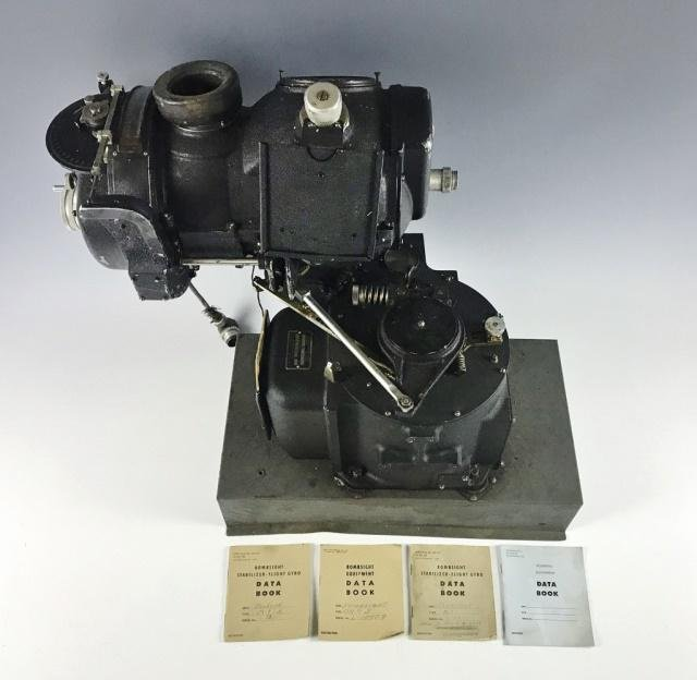 WW2 US Norden Bombsight With Manual (5pc)