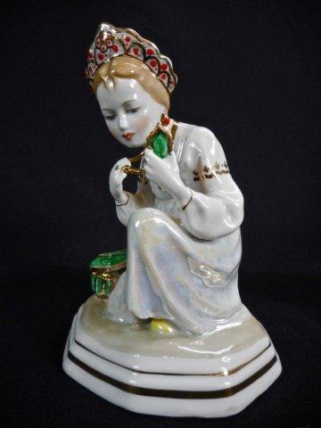 Five Porcelain Dulevo Figurines - 4