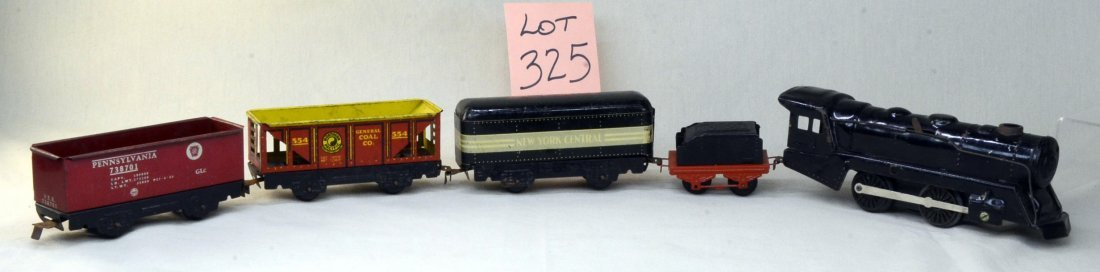 Vtg Marx Tin Toy Railroad Train Engine & 4 Cars