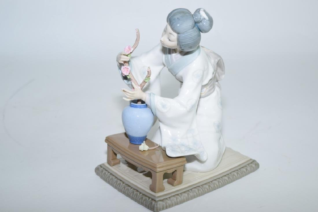 Lladro Japanese Flowerist Figure - 2