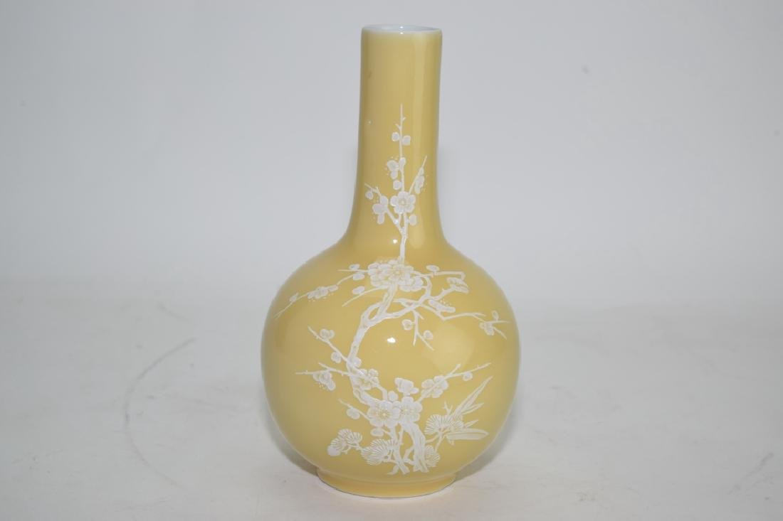 Chinese Pâte-sur-pâte Yellow Glaze Bulbous Vase