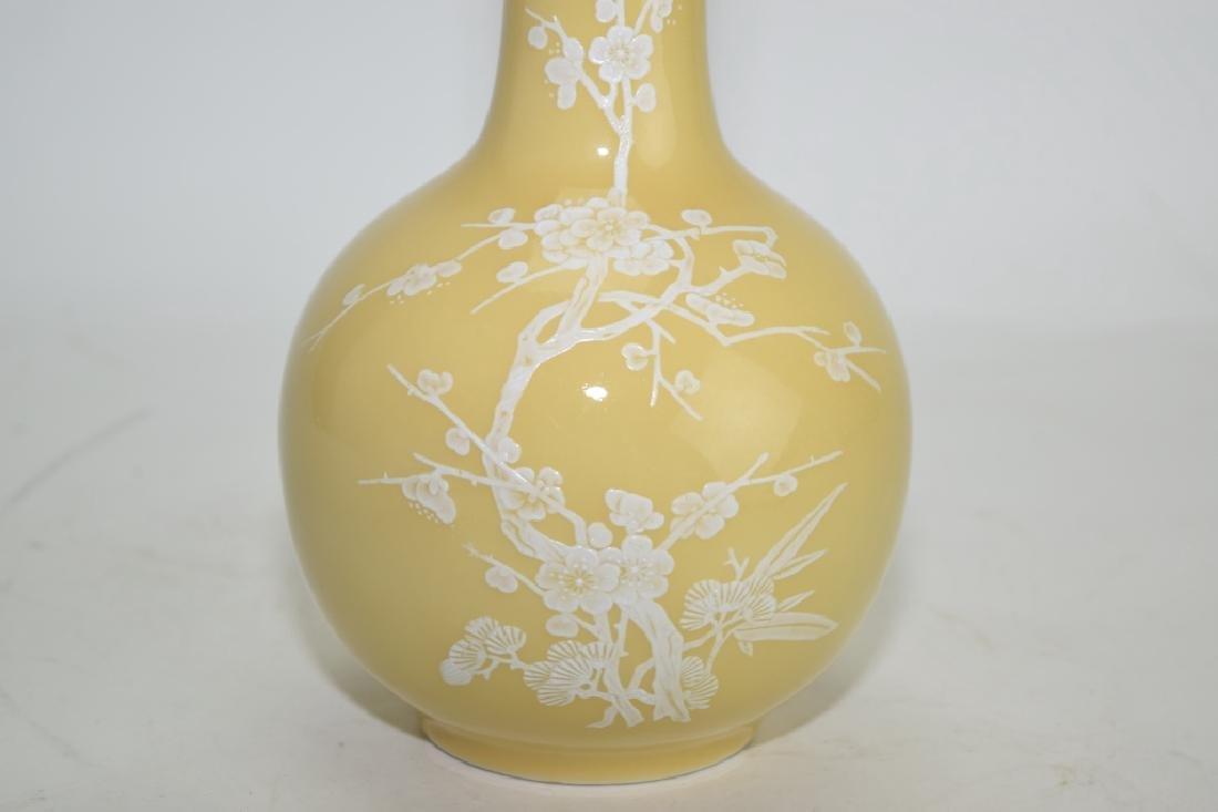 Chinese Pâte-sur-pâte Yellow Glaze Bulbous Vase - 2