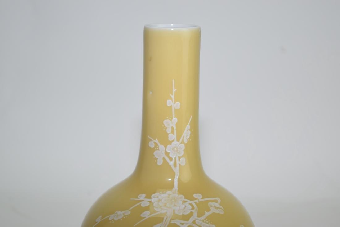 Chinese Pâte-sur-pâte Yellow Glaze Bulbous Vase - 3
