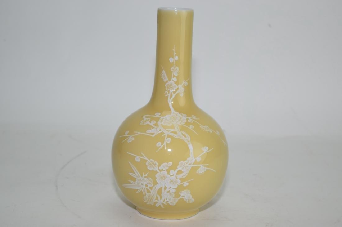 Chinese Pâte-sur-pâte Yellow Glaze Bulbous Vase - 4