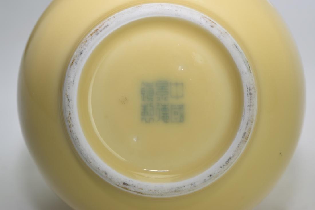 Chinese Pâte-sur-pâte Yellow Glaze Bulbous Vase - 5