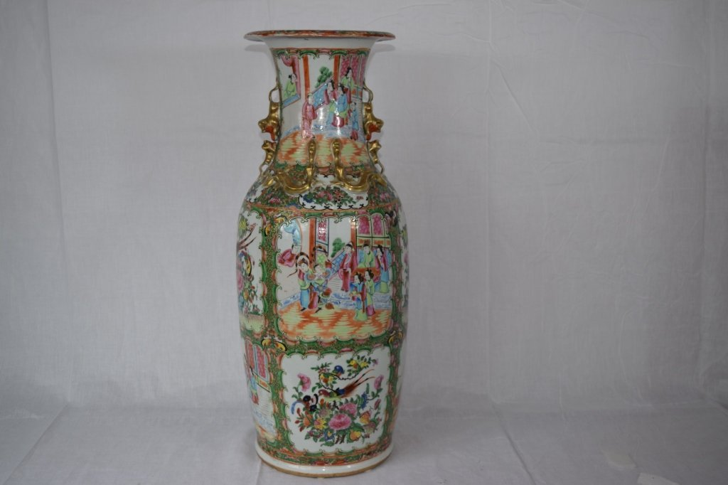 Large Chinese Export Famille Medallion Vase