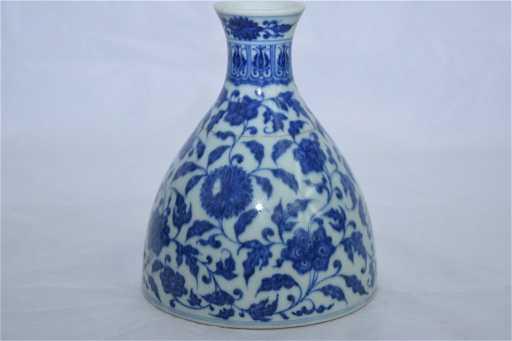 Qianlong Marking Chinese Bw Vase