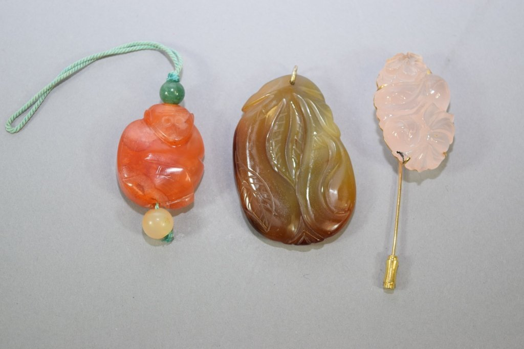 Two Chinese Agate Pendant and Rose Quartz Brooch