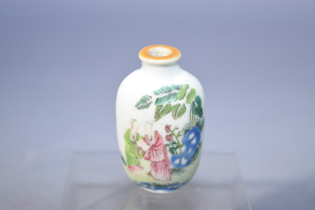 Qing Chinese Famille Rose Snuff Bottle