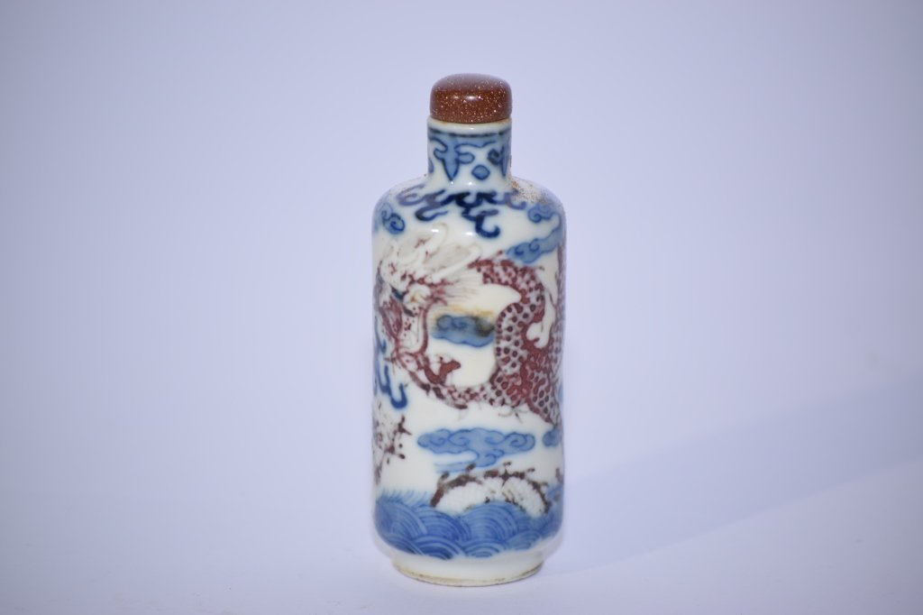18th C. Chinese B&W and Iron Red Snuff Bottle
