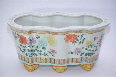 Large Qing Chinese Famille Rose Flower Pot