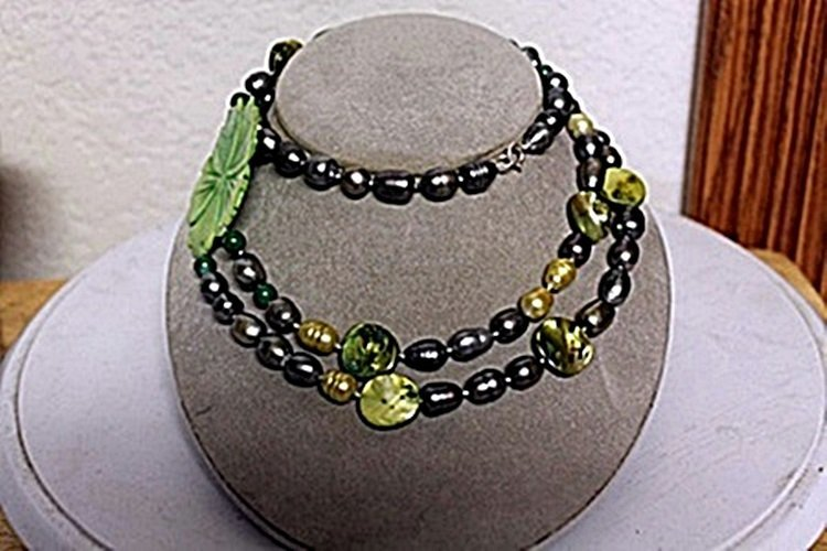MIXED PEARLS AND JADE NECKLACE