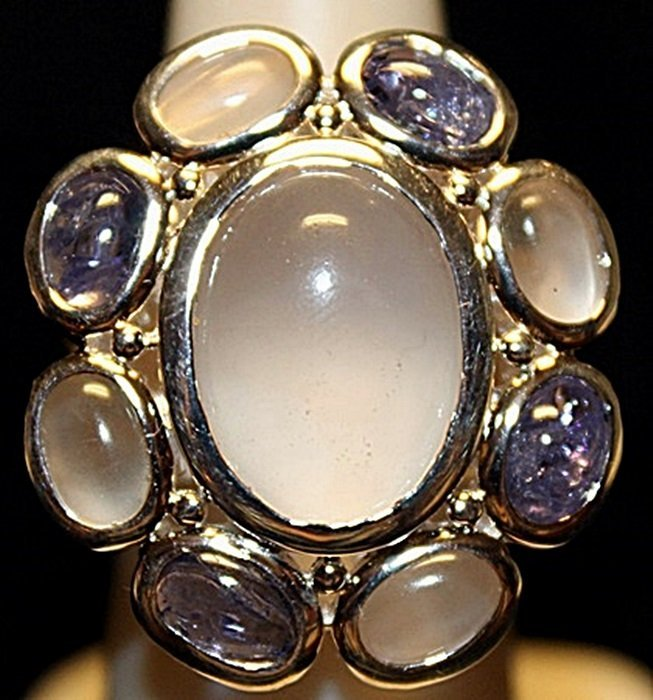 Gorgeous Sapphires Sterling Silver Ring. (184L)