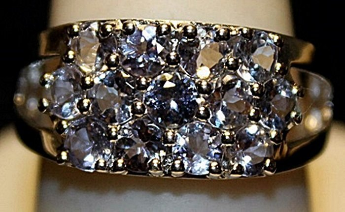 Gorgeous Tanzanites Sterling Silver Ring. (263L)