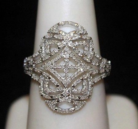 Beautiful Silver Antique Style Ring with Cluster