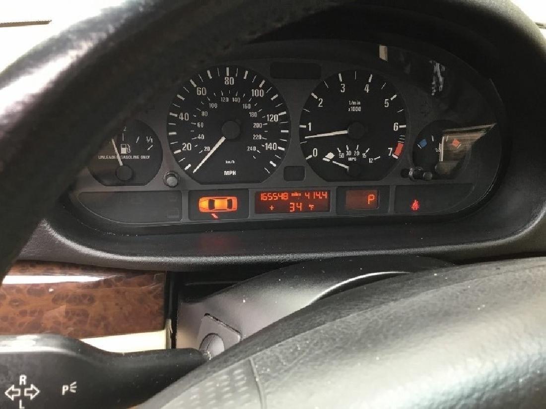 2004 BMW 325i sedan - 7