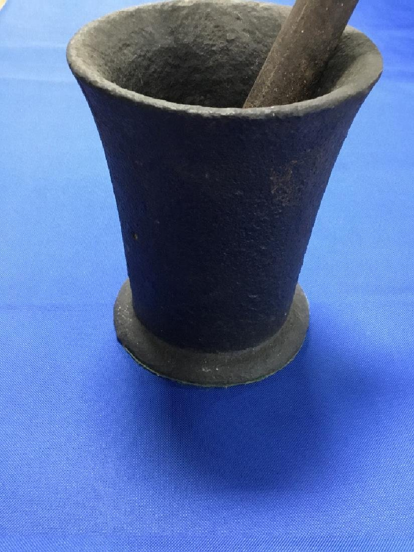 Large Antique 19th century Cast Iron Mortar and pestle - 2