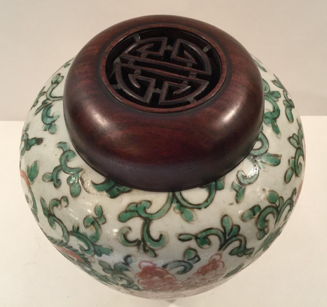 18th century Chinese Wucai Porcelain Covered Jar - 4