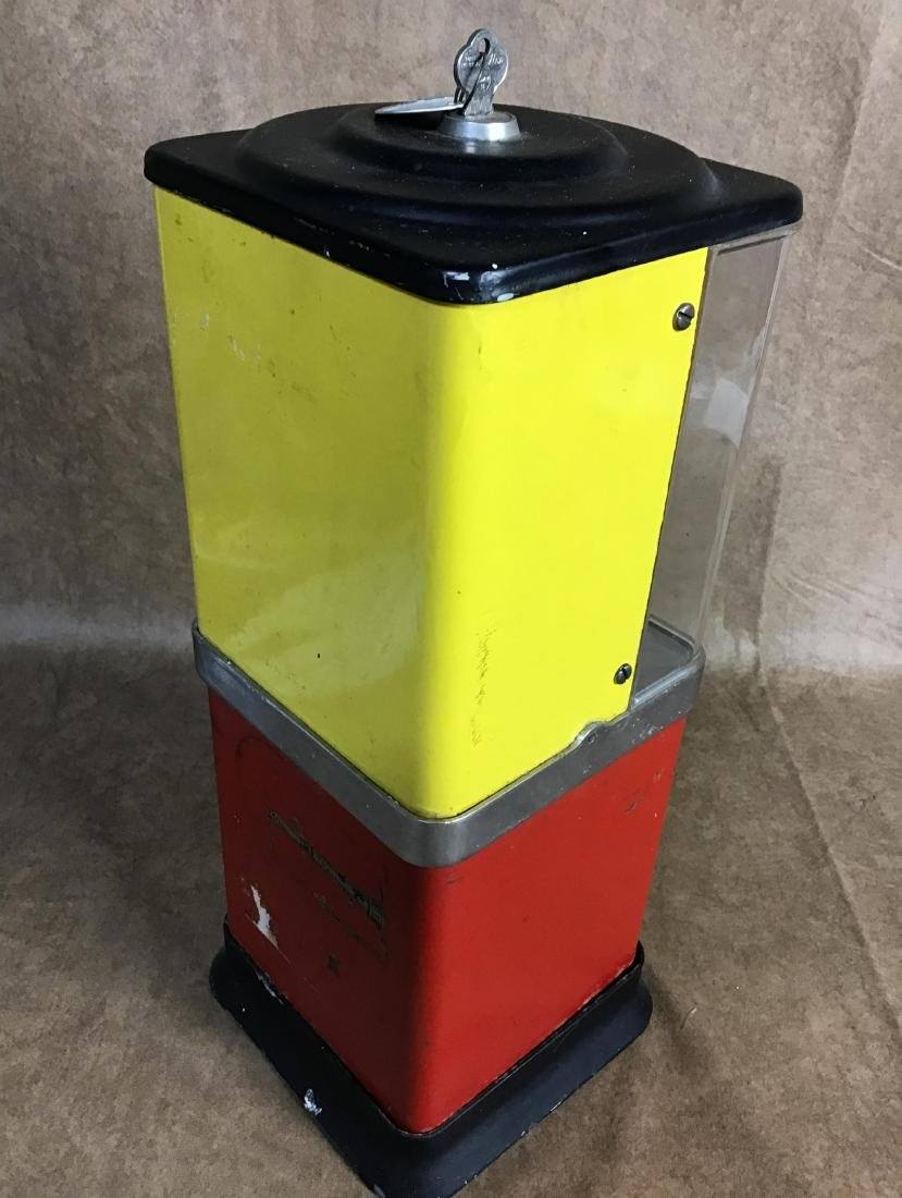 Vintage $.05 Gumball machine with key - 3