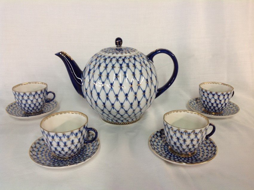 Russian Teapot w/4 Cups & Saucers