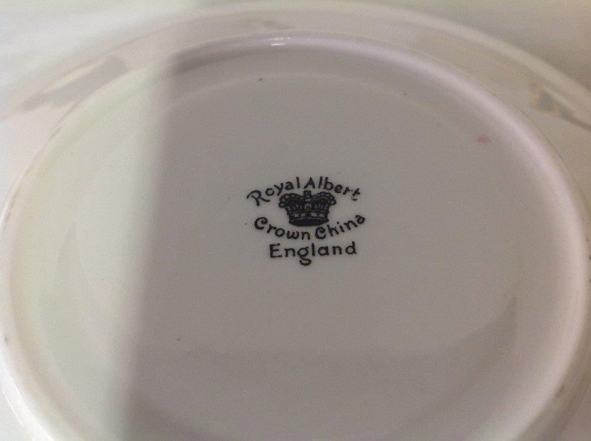 Royal Albert 4 Sets Teacups & Saucers with 2 Extra - 4