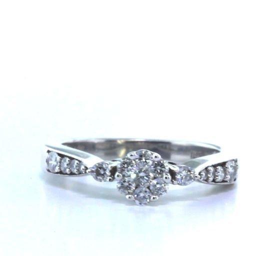 Dainty 14k Gold & Diamond Flower Ring Watch Video!