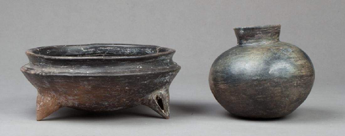 Lot with a cup and a vase