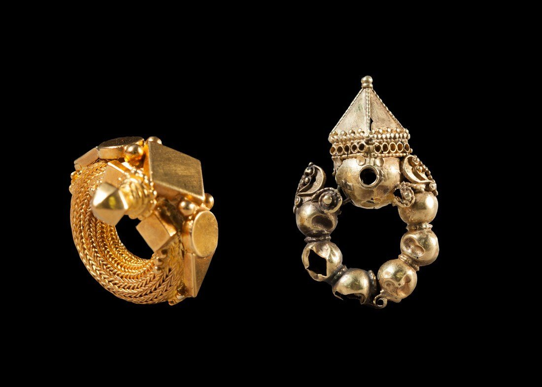 Ensemble of one earring and one ear ornament from India