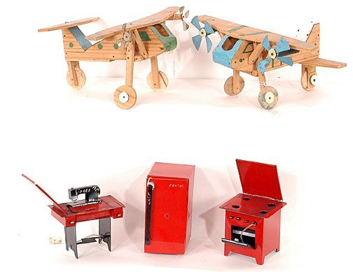 882: Airplanes & Kitchen Set Toys, Brazil.