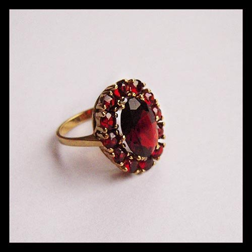 Golden Ring With Garnet Stones Plate Mark - 333 V