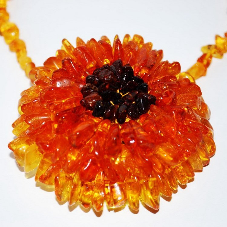 Vertical Drilling Honey Color Baltic Amber Flower