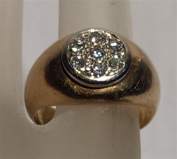 14k Gold ring with 7 diamonds. - 2