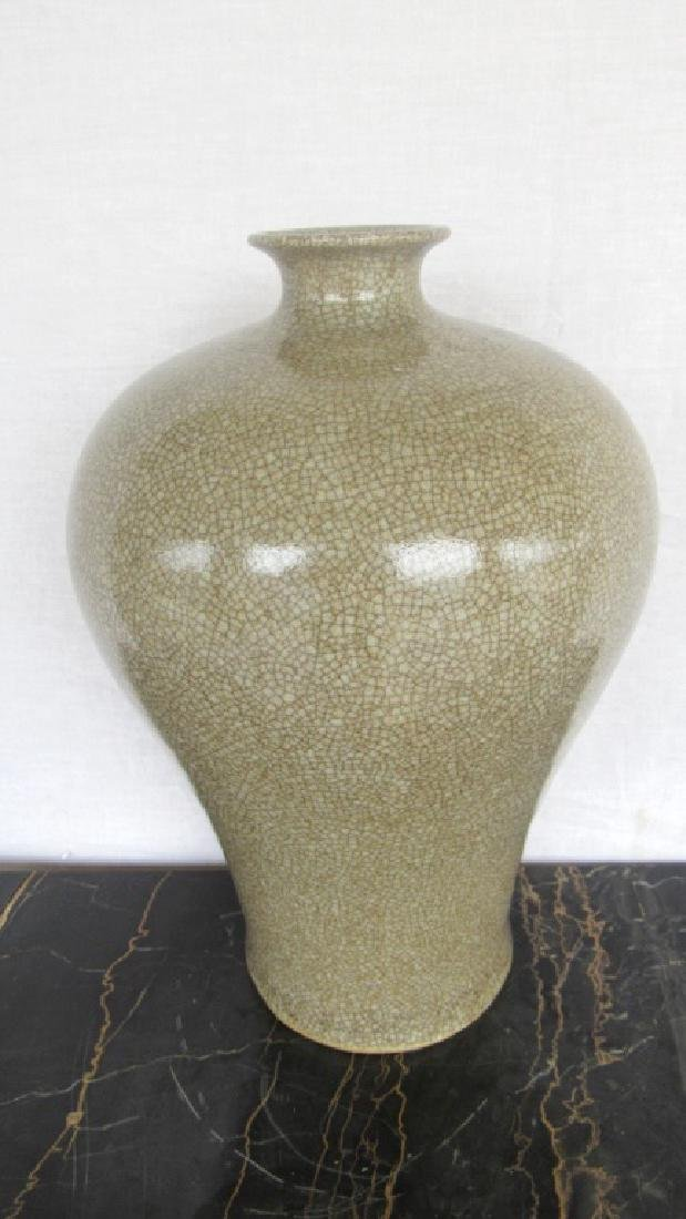 17th Century Qing Dynasty Ge Yao Mei Ping Vase