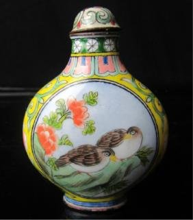 A VERY RARE ENAMELED WHITE GLASS SNUFF BOTTLE