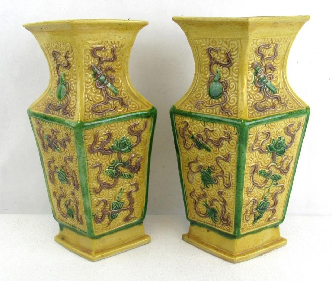 APair 18th Century Qing Dynasty Vase