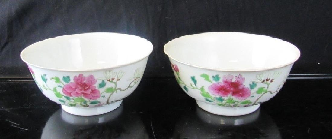 PAIR OF QING DYNASTY ENAMELLED BOWLS