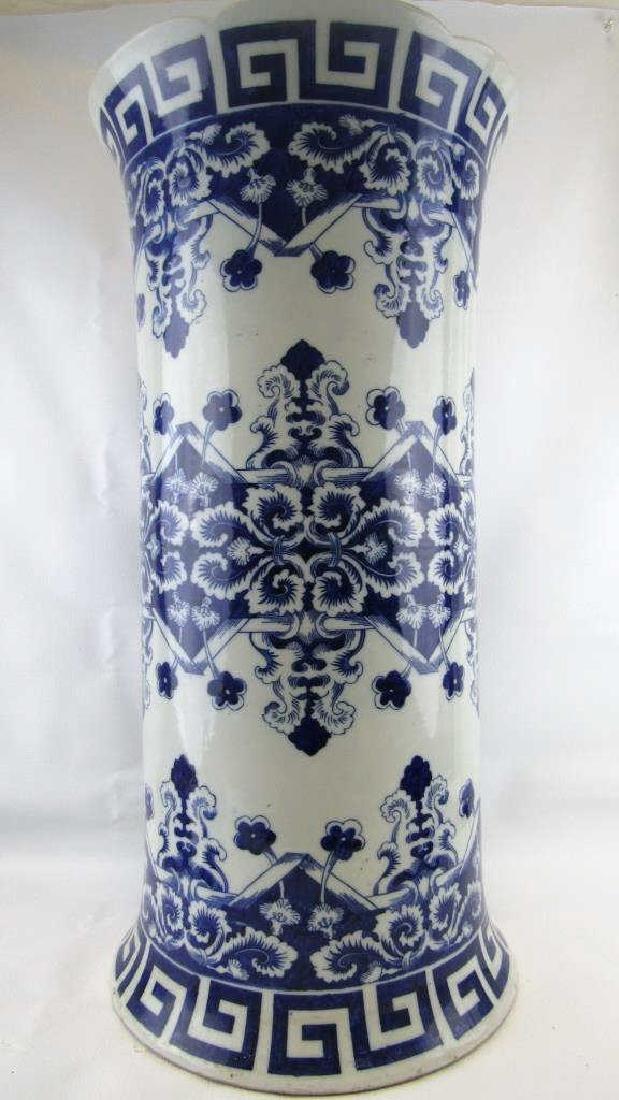 18th-19Th Century Blue and White Umbrella Holder - 3
